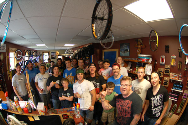 Full Circle Bikes Shop posse, thanks for the Pizza.
