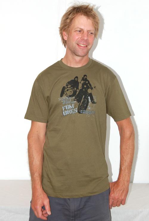 Leif Valin, shirt model extraordinaire!