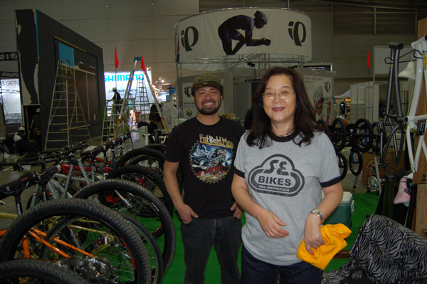 Rie and Satoshi, at cycle mode in tokyo...moto X int.